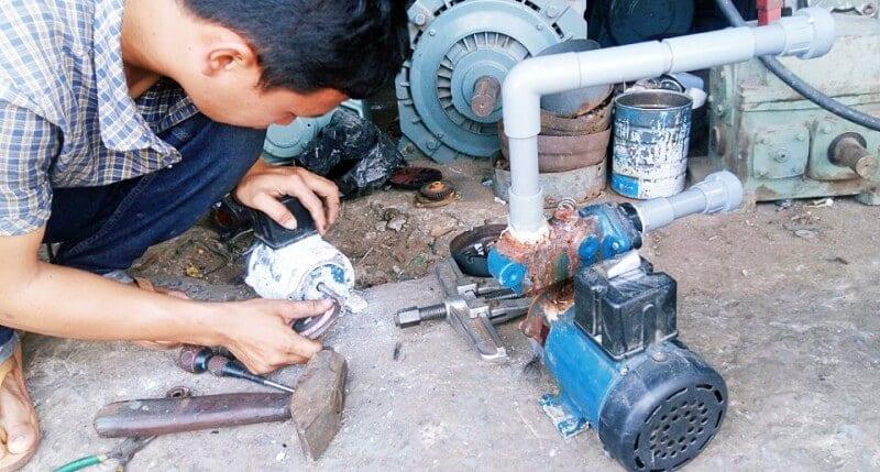 sửa máy bơm nước bị cháy
